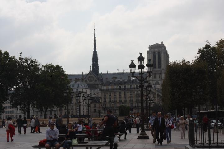 The Sainte-Chapelle emerging