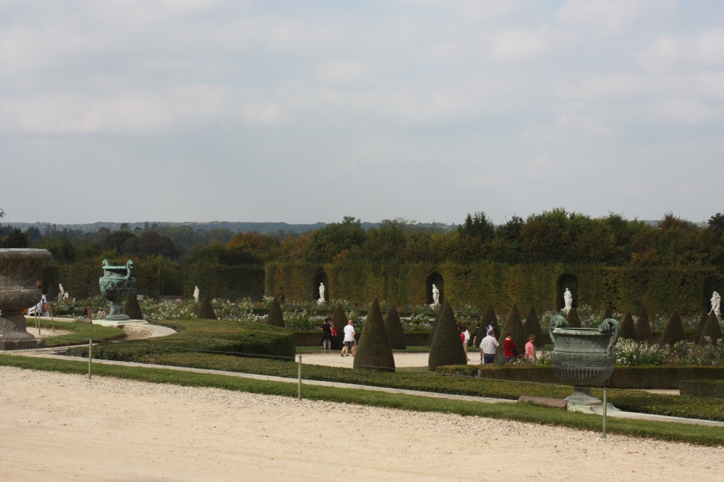 Sneak glimpse of the the seem of the Gardens of the Palace