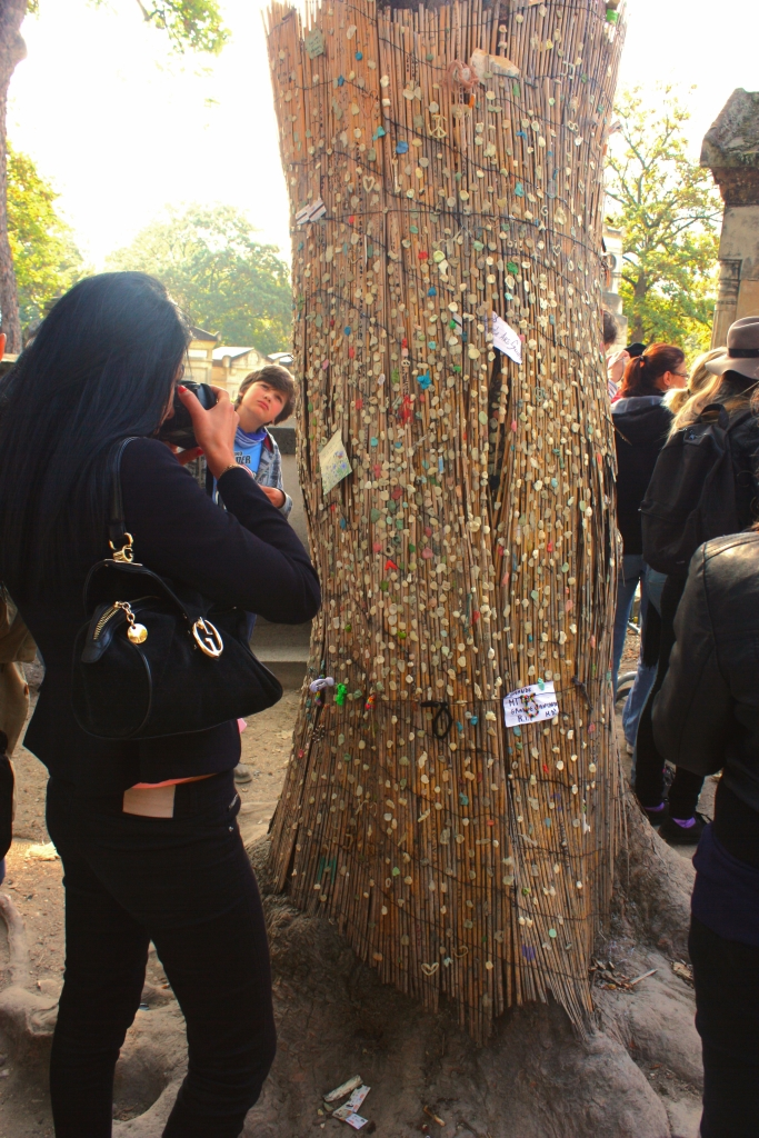 A tree with messages from visitors to Jim Morrison's grave