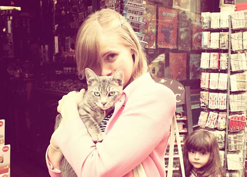 I made a new friend whilst walking around the streets of Paris, so cute no?!
