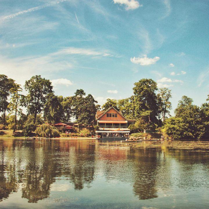 The charming Lac Inferieur et Chalet desÎles